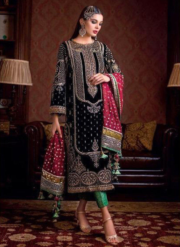 Dial N Fashion Black Heavy Embroidred Designer Foux Georgette Pakistani Style Suit